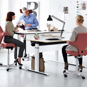 Sit Stand desk with Hag capisco or sofi chair