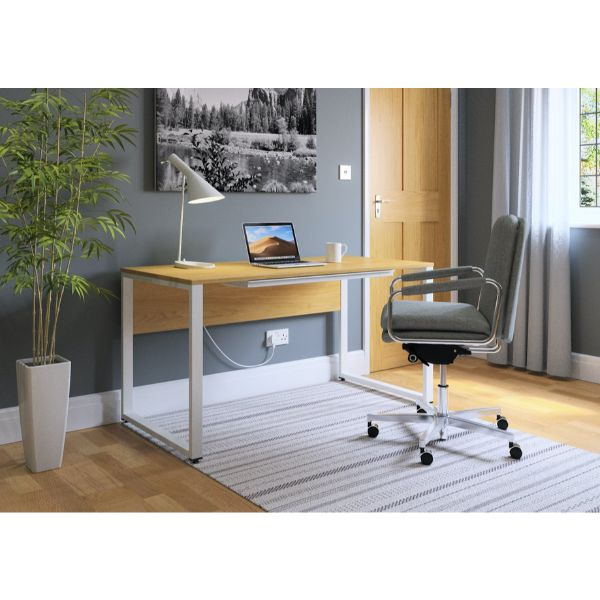 Ambus executive desk shown with EL1 chair